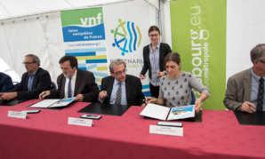 Signature de la charte des voies navigables de France